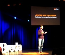 Humor, zelfspot en briljante ideeën bij TEDxBreda