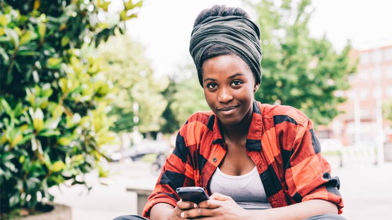 messaging-women-text-sms