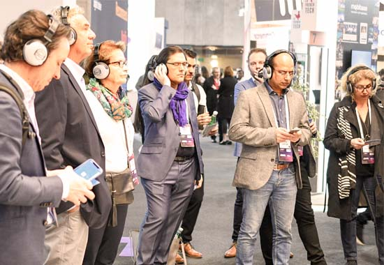 mwc 2019 barcelona crowd talks chat