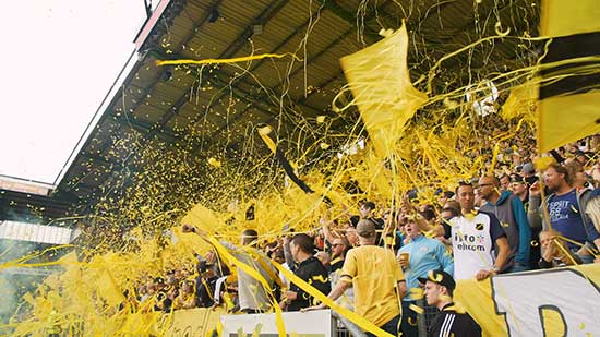 NAC Breda supporters geel gekleed in Rat Verlegh Stadion Breda